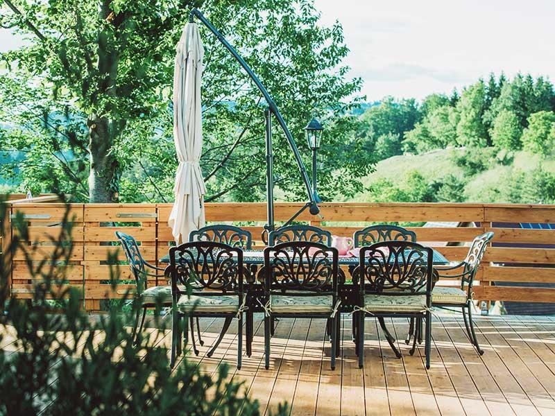 Romantisch ist der freie Blick auf die Weinberge.